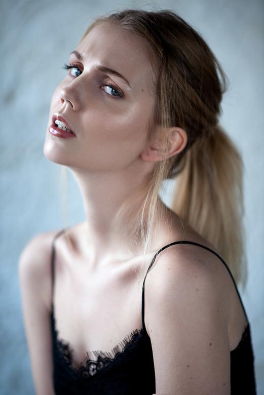 Lisa - Natural Edge