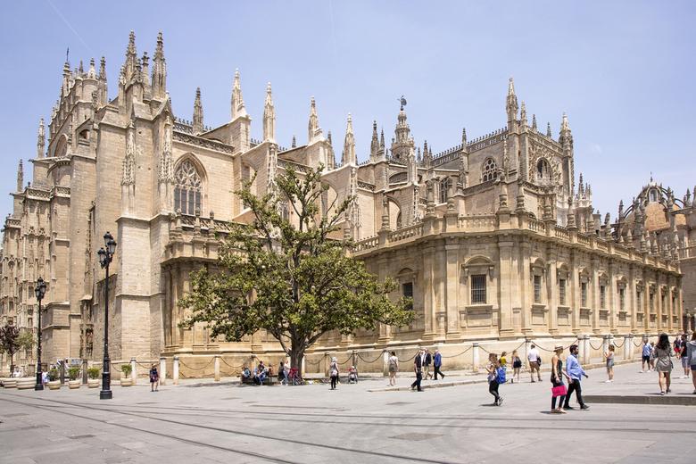 Spanje 53 - Buitenaanzicht van de kathedraal van Sevilla.