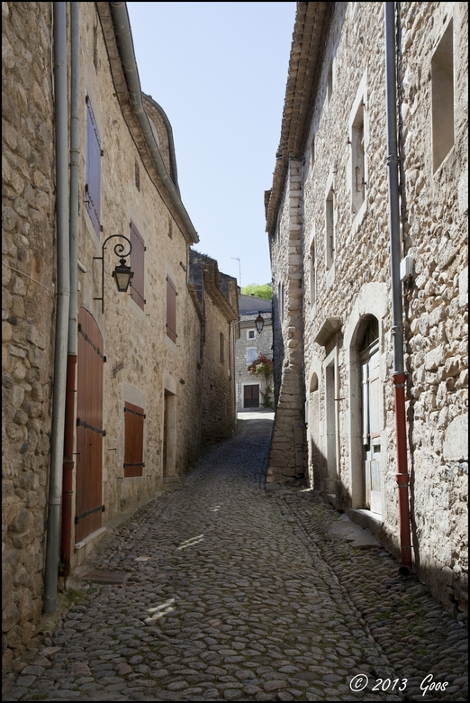 Ardèche 16 - Terug van een lang weekend met vrienden nu weer op Zoom:<br /> Straatje in Labeaume in de Ardèche. De laatste uit de Ardèche serie.