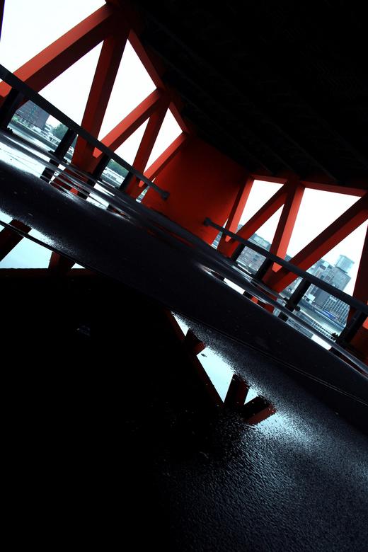 The Reflectionist. - Een parkeergarage na een hevige regenbui aan de maas, te Rotterdam.