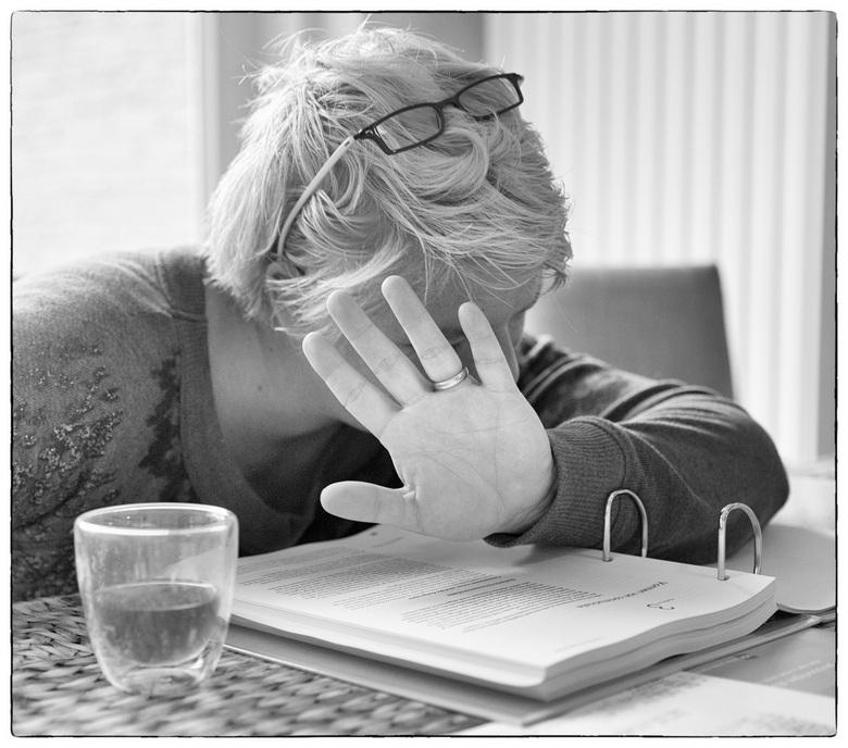 """Sssst.... aan de studie, niet storen.. - Kijk en zo kan ik toch studeren en fotograferen tegelijk <img  src=""""/images/smileys/smile.png""""/>"""
