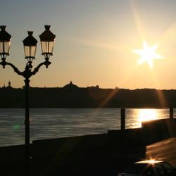 Slapende zon boven Bordeaux