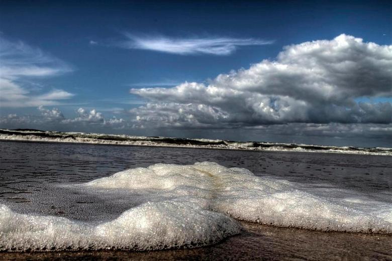 Afbeeldingsresultaat voor schuimende zee