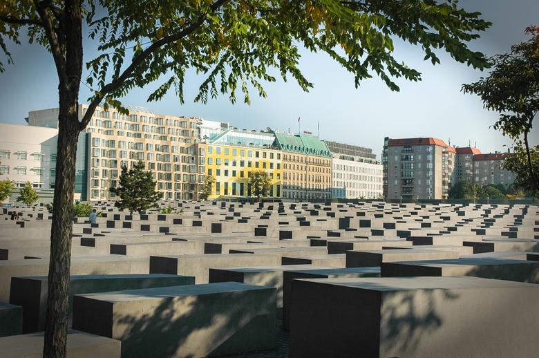 Gedenken - Monument ter gedachtenis aan de vermoorde joden.<br /> Hoe komt een ogenschijnlijk beschaafd volk zo ver om dit aan te richten vraag je je