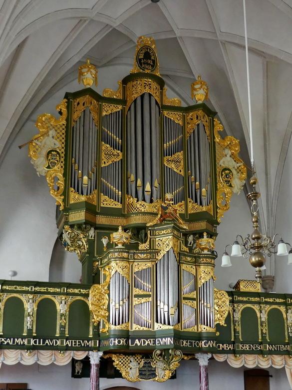 Orgel Petrus en Pauluskerk Loppersum - Onlangs gerestaureerde orgel (o.a. noodzakelijk i.v.m. aardbevingsschade) van de Petrus en Paulus-kerk te Loppe