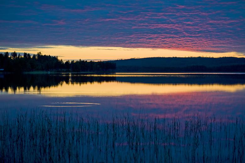 middernacht in Wilhelmina - van 24.00 tot 2.00 uur werd het nog even donker in Wilhelmina, een stadje in het midden van Zweden. de zonsondergang ging