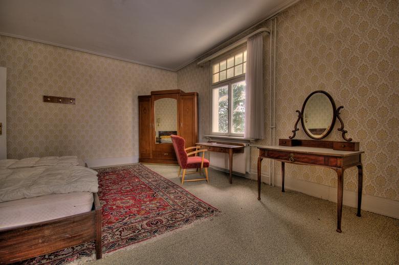 The Green Valley Hotel - Prachtig verlaten hotel in Duitsland, de eerste 2 verdiepingen zijn prachtig maar hoe meer je naar boven gaat hoe meer het ve