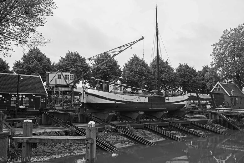 Scheepshelling Koningspoort Rotterdam - Waar vroeger de doorgang van de Maas naar de Oudste haven van Rotterdam was, bevindt zich nu de historische sc