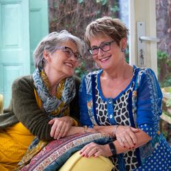 Eeneiige tweeling Susan en Antoinette 2