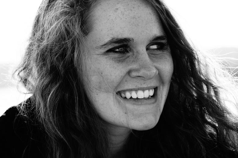 Megan - Foto van Nieuw Zeelandse kennis. Gebruik van de Hoog Contrast Zwart en Wit functie van Sony.<br /> <br /> Afgelopen 5 maanden heb ik mogen v