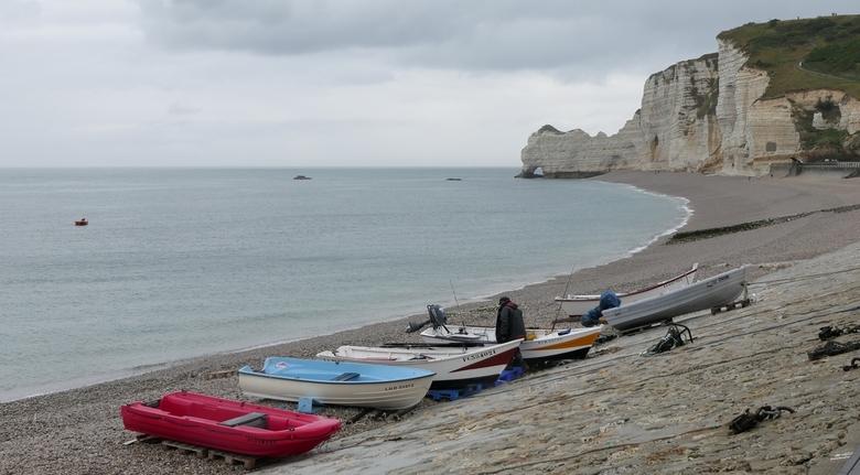 Etretat, Frankrijk - Bij het plaatsje Etretat aan de noordkust van Normandië zijn de krijtrotsen echt de moeite waard. Helaas waren wij er tijdens nie