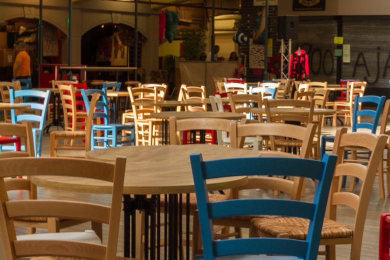 Stoelen & Tafels - Neem plaats en tel de rode stoelen