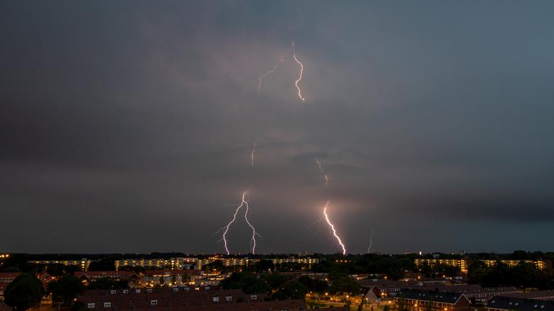 Thunderbolts - Eergisteravond was het al aardig maar gisteravond was het echt een spektakel....en uiteraard leef ik mee met die mensen die heel veel l