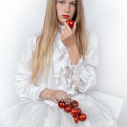 the tomato girl