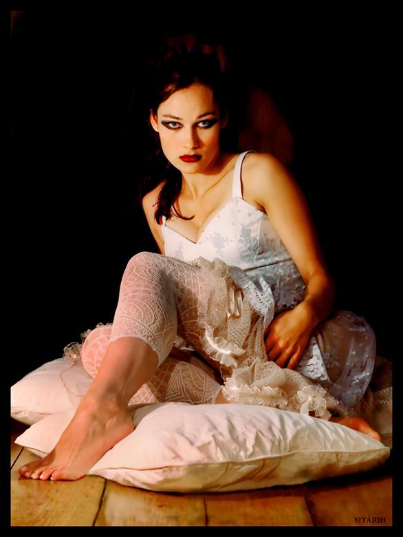 Dark Bride - Zelfde bruid, andere bewerking.... <br /> Model: Sylvia