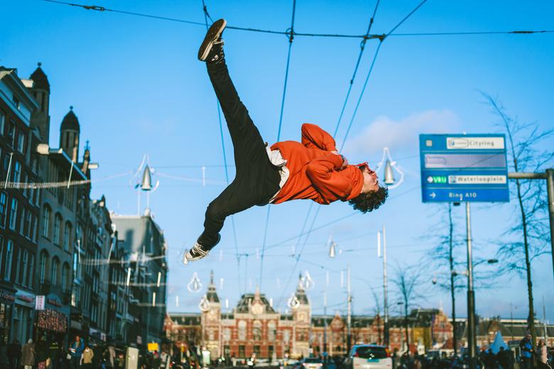 Flashkick - Een mooie flashkick van Omid dat zo z'n plekje vindt op de straten van Amsterdam.