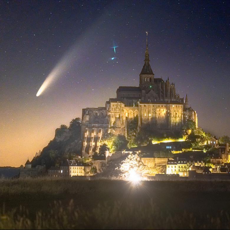 Neowise - Komeet Neowise die ik toevallig aan de horizon zag staan op de camping vlakbij le mont saint-michel... meteen mijn camera gepakt en die kant