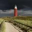 Donkere wolken boven de vuurtoren van Texel