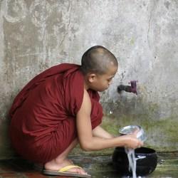 jonge monnik in Myanmar