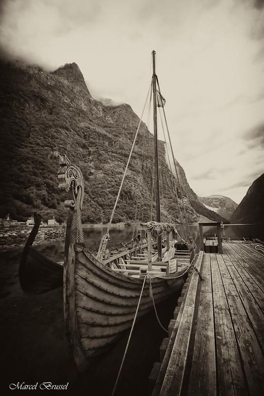 vikingship - Ik had al eerder een soort gelijke foto geplaats in een hdr ,maar dit is er een die ik wel mooi vond te bewewrken tot een oude foto.