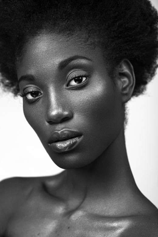 Black and White Beauty - PHOTOGRAPHY - Karin van Berkel<br /> MAKE UP - Effi van Swaal<br /> MODEL - Kishana @ Elite Amsterdam