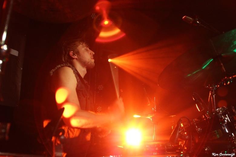 The Drummer in the spotlights  - De concentratie in samenspel met de lichten.