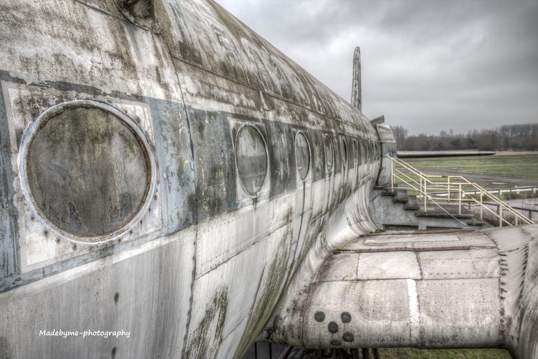 Airplane DC4 - Wat een genot om deze DC-4 te fotograferen. Een vliegtuig uit 1944 die geleverd is aan de US Armyforce. Het heeft dienst gedaan als tra