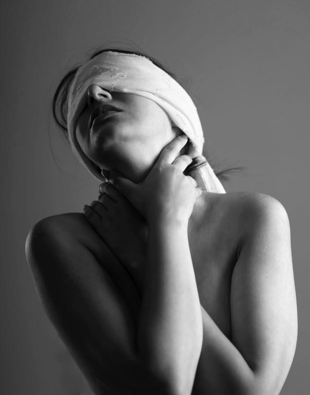 Blind - Model Mawish