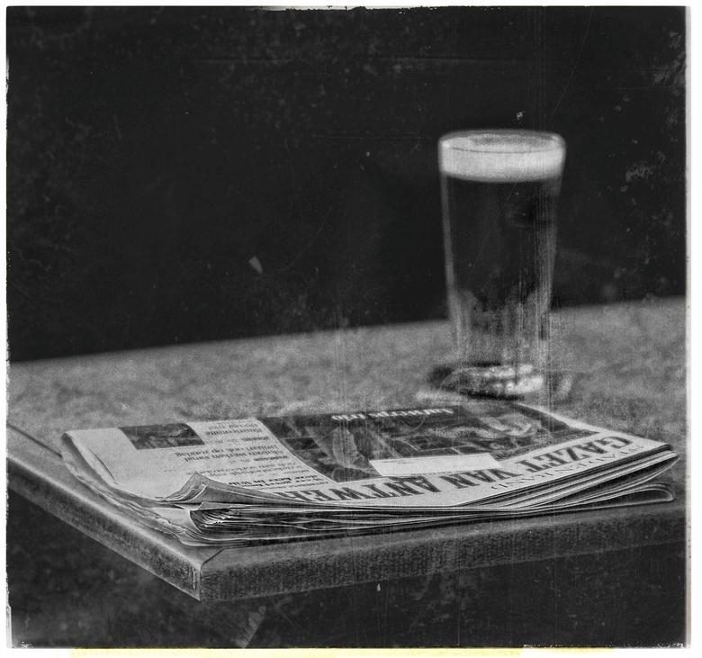 Doodgewoon een Pint en een Gazet - <br /> in het vroege jaar een in een café in Antwerpen (Jodenbuurt).<br /> <br /> leven was nog eenvoudig zonder