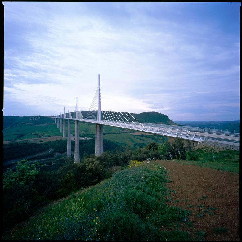 Viaduc de Millau - Na ik een paar foto's van deze brug zag van Theo heb ik mijn eigen foto's van deze brug/viaduct ook maar eens opgezocht.