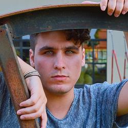Model: Alexandre S.