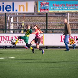 ADO Den Haag meisjes O14 tegen Jongens O13