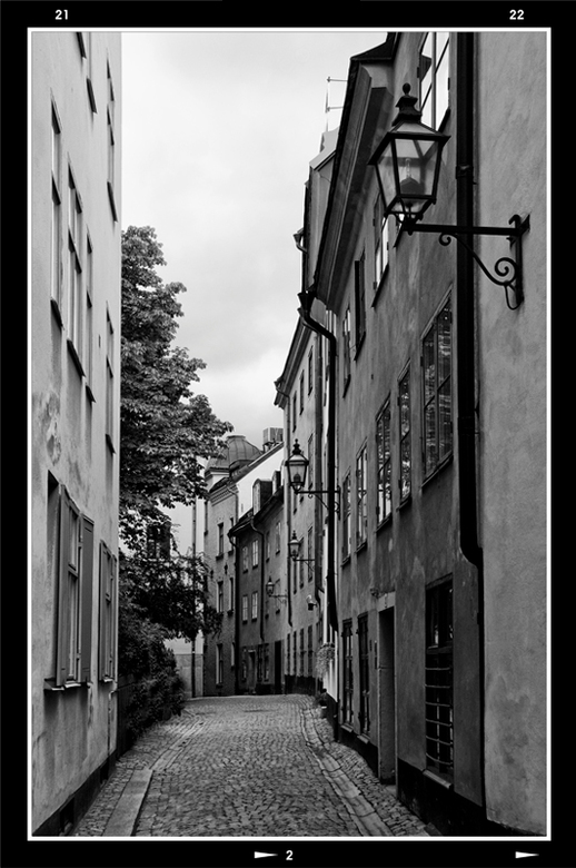Stockholm 50 - Wanneer ik door een oude kern van een stad wandel, zoals hier Gamla Stan, en zo de ene na het andere steegje verken, zou ik willen dat