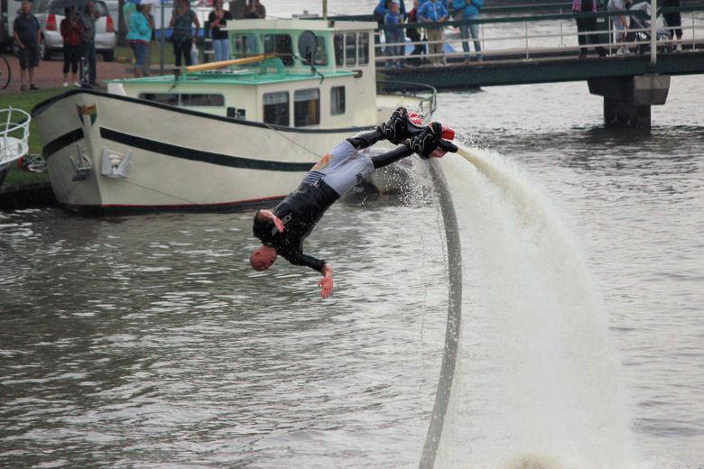 flyboard team - 2013 09 07 Flyboard Team geeft demonstraties in Dokkum tijdens Admiraliteitsdagen.<br /> Spectaculair om te zien.