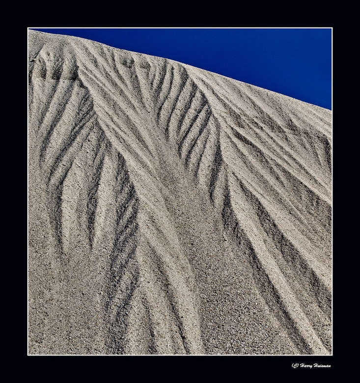 Zandlawine 2 - Drogend weer met zon, dan is er bij Zuidlaren met zand weer veel te beleven. Dit dus. <br /> De witte kleur , betekent &#039;Eridanosz