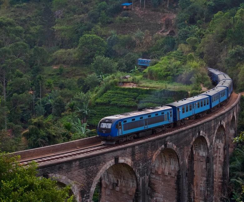 fullsizeoutput_11e - Een foto van de beroemde 'Nine arches bridge' in Sri Lanka. Deze foto is in de vroege ochtend tijdens een zonsopgang me