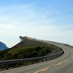 Een brug te ver