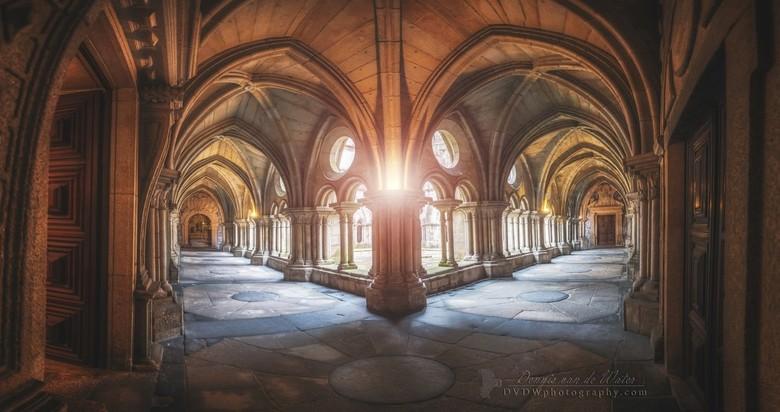 "Klooster van de kathedraal van Porto - <a href=""https://dvdwphotography.com/2019/06/04/porto-a-small-selection/"">https://dvdwphotography.com/2019/06/0"