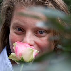 Nicole met roos