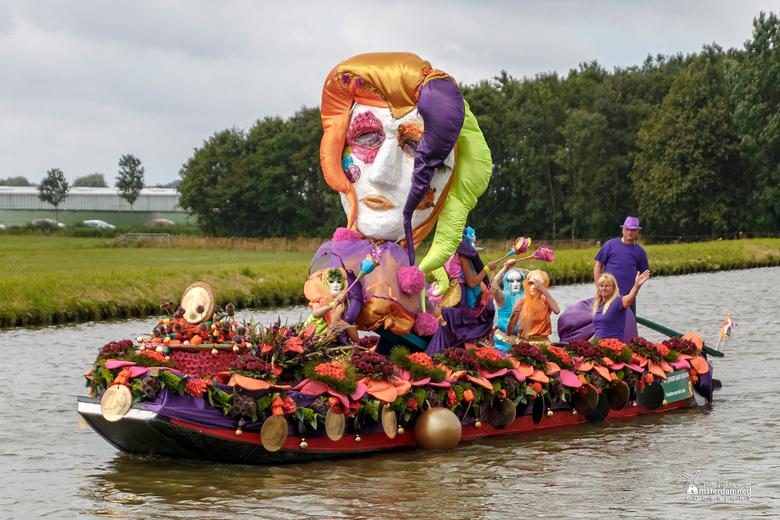 Varend Corso Westland 2019 - Boot 10 van Duit voor een Schuit met als thema De Joker gaat Venetiaans.<br /> <br /> Deze boot is geïnspireerd door de