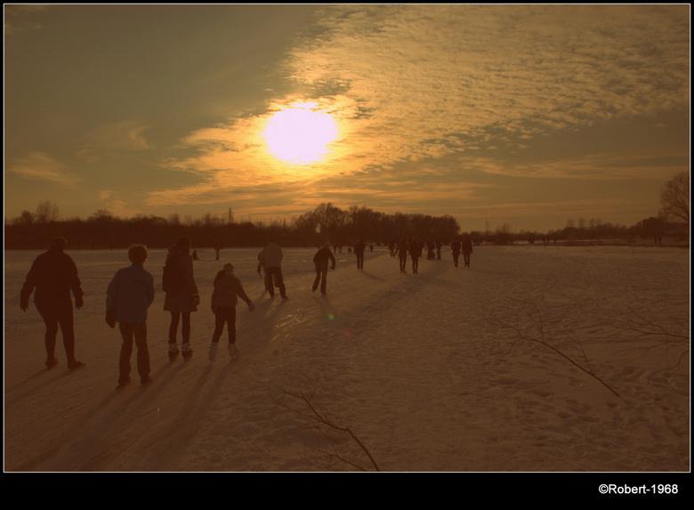 winter - Schaatsen op de uiterwaarden in Wageningen.