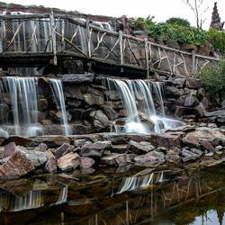 Brug met watervallen (Toverland)