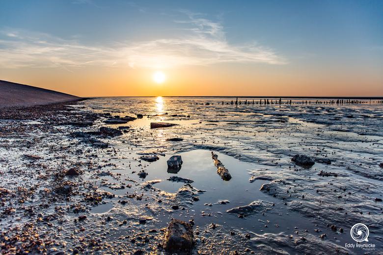 Zonsondergang Noordkaap  - Mooie sfeer tijdens de zonsondergang op het wad bij de Noordkaap.