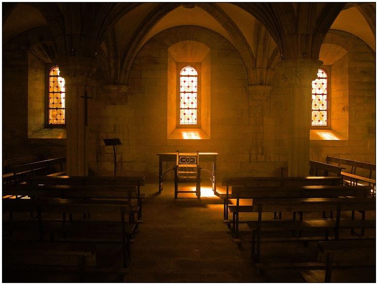 Camino - Ik overnacht in het klooster van de vorige foto en overdenk mijn gevoelens in de kapel van dat klooster.gr.Peter<br /> <br /> Ooit eerder g