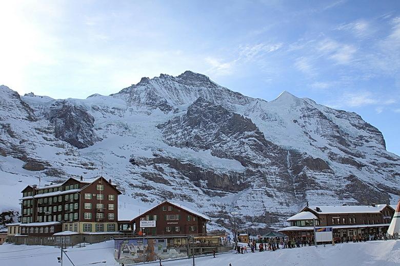 Kleine Scheidegg - Gaan weer naar de wintersport van vorig jaar.<br /> Hier zie je de Kleine Scheidegg, met daar achter de impossante bergen van het