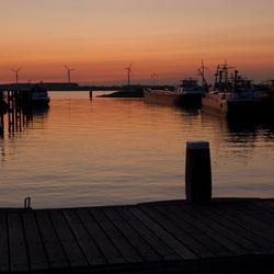 Warme zonsondergang in Moerdijk