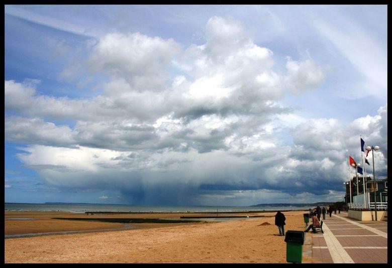 Rain over Normandie - Regenbui in wording bij het strand van Houlgate in Normandie Frankrijk.<br /> <br /> Tijdje weggeweest maar ben weer terug.