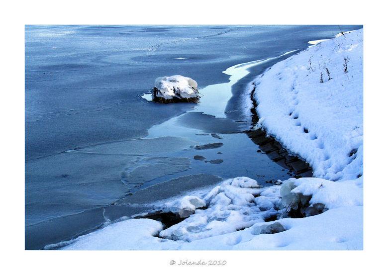 """IJs...en ijs.....koud :-) - Jaja...ijs en ijskoud....<br /> <br /> Weltrusten<br /> <br /> Jolanda <img  src=""""/images/smileys/smile.png""""/>"""