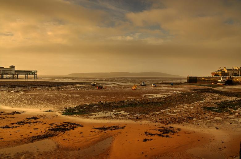 Watchin' the tide roll away. - Foto genomen in Weston super mare(UK)