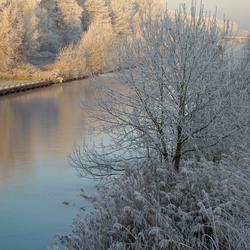 De vaart in winterochtend-licht